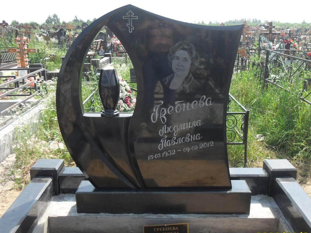 Надгробные памятники из гранита габбро-диабаз.