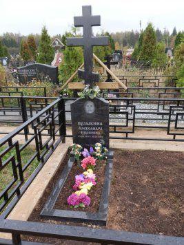 Памятник на могилу с крестом