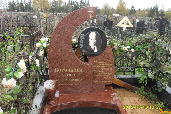 Памятник из лезниковского гранита 107