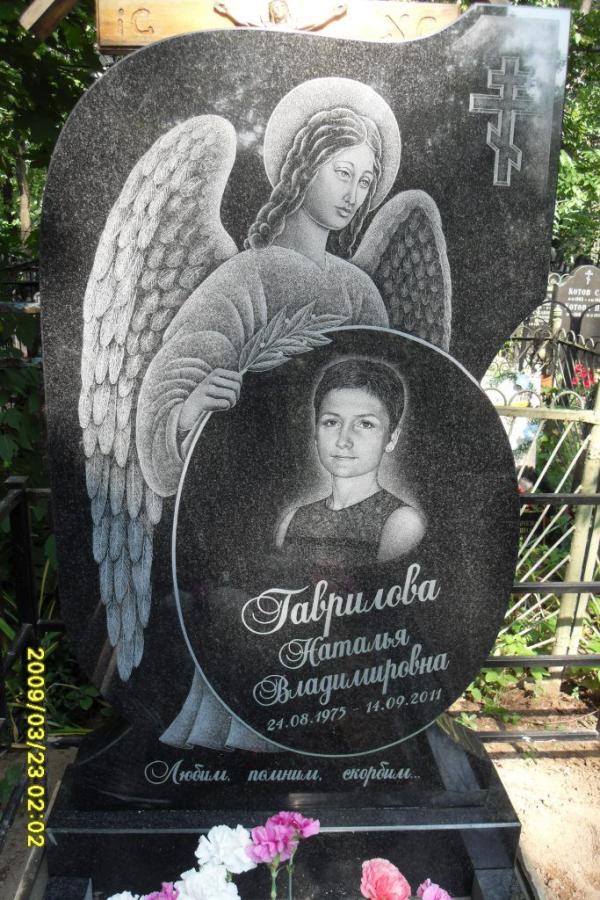 Памятник из гранита габбро-диабаз Ангел