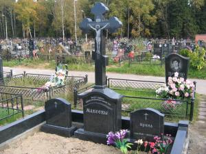 Памятник из гранита габбро-диабаз Фигурный крест