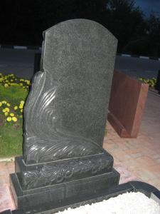 Памятник из гранита габбро-диабаз Лепесток