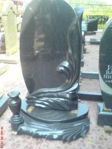 Памятник из гранита габбро-диабаз Овал с цветком