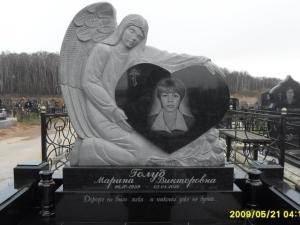 Памятник из гранита габбро- диабаз резной ангел с сердцем