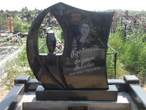 Памятник из гранита габбро-диабаз резной с вазой