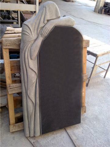 Памятник из гранита габбро-диабаз Со скульптурой Ангел