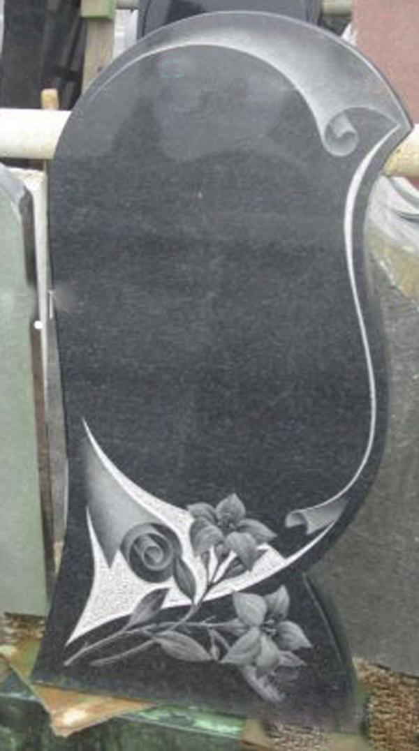 Памятник из гранита габбро-диабаз Волна с папирусом и розами